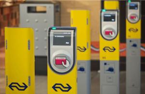 6 poortjes om in te checken bij de NS treinen