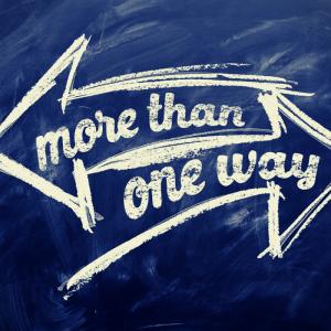 tekste more than one way en 2 pijlen getekend die beide een andere kant op wijzen